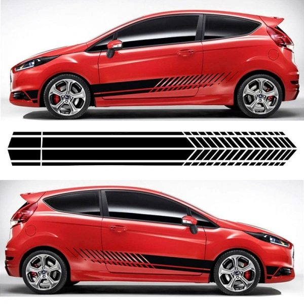 deco-de-voiture-rallye-bas-cote-sur-voiture-rouge