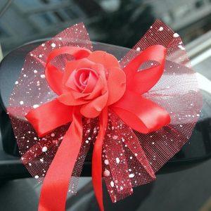 decoration-de-voiture-pour-mariage-avec fleur-rouge