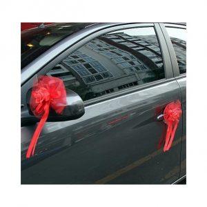 decoration-de-voiture-pour-mariage-avec fleurs-mis-sur-voiture-couleur-rouge