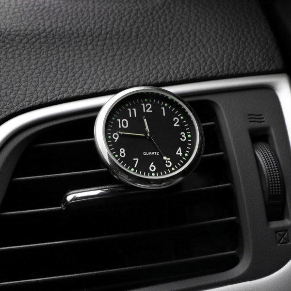 horloge-de-voiture-noire
