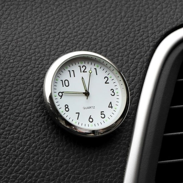 montre-de-voiture-model-blanc