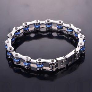 bracelet-chaine-femme-sur-fond-noir