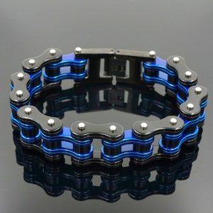 bracelet-chaine-moto-bleu-sur-fond-noir