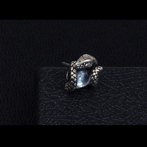 boucle-d-oreille-serpent-avec-pierre-bleue